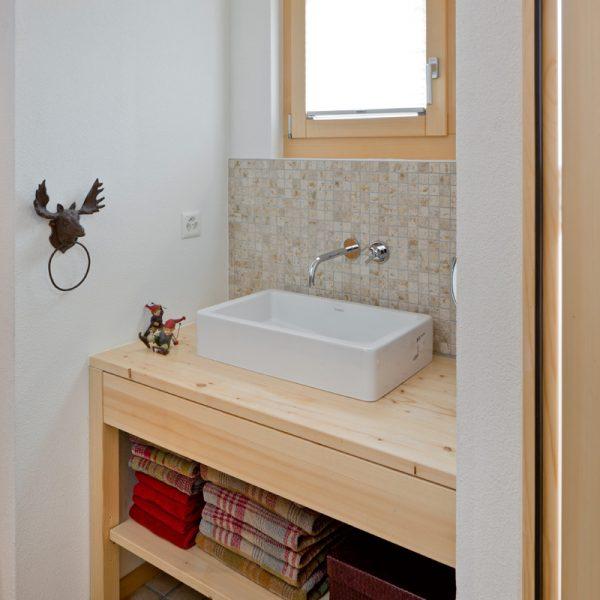 oberwalliser schreinerei perren ag fuergangen bad umbauen waschtisch holz holzboden holzfenster